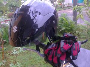 Perlengkapan keamanan standar biker by Lia Hijihawu