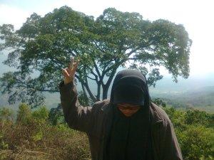 Galau Gagal Naik ke Puncak Gunung Batu