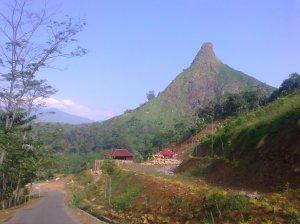 Gunung Batu Dari Kejauhan by Lia Hijihawu