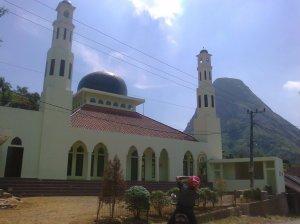 Masjid Jami Ummul Quro Gunung Batu by Lia Hijihawu