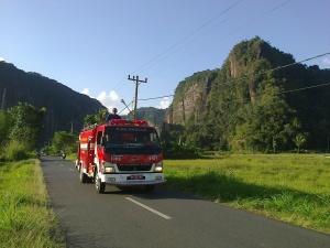 Raungan Mobil Pemadam Kebakaran di Harau